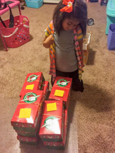inspirations-girl-with-boxes